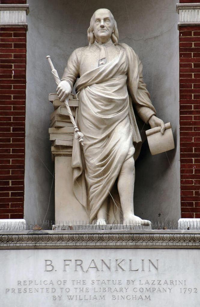 Stock Photo: 4409-43493 BENJAMIN FRANKLIN (1709-1790). Estadista, físico y filósofo norteamericano. Participó en la redacción de la Declaración de Independencia (1776) y en el Tratado de Alianza con Francia (1778). Gran especialista en electrostática, inventó el pararrayos. S. XVIII. Monumento en Filadelfia (Philadelphia). Estado de Pensilvania. Estados Unidos.