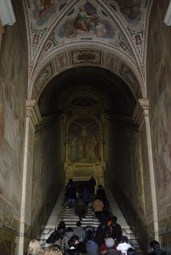 Stock Photo: 4409-43703 FIELES subiendo la ESCALERA SANTA (SCALA SANTA) por la que se cree subió Jesucristo al palacio de Pilatos en Jerusalén, para ser juzgado, el Viernes Santo. Fue traída a Roma por Santa Helena en el 326. Situada frente a la Basílica de San Juan de Letrán. ROMA. Italia.