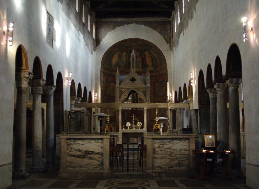 Stock Photo: 4409-44028 IGLESIA DE SANTA MARIA IN COSMEDIN. Construída en el siglo VI y reformada posteriormente. Vista del interior. ROMA. Italia.
