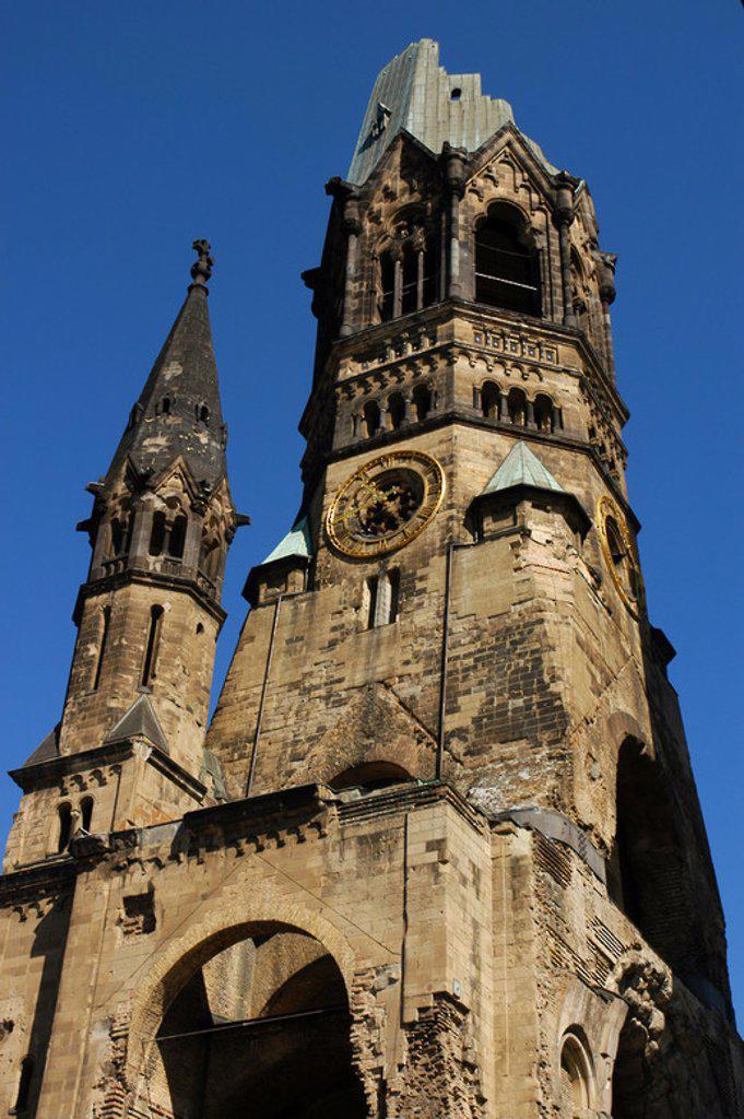 Stock Photo: 4409-45304 ALEMANIA. BERLIN. KAISER WILHELM GEDACHTNISKIRCHE (IGLESIA MEMORIAL DEL KAISER GUILLERMO) (1891-1895). S. XIX. Construída por el arquitecto alemán Franz Heinrich Schwechten (1841-1924). Fue bombardeada durante la II Guerra Mundial; actualmente se conserva la torre en ruinas.