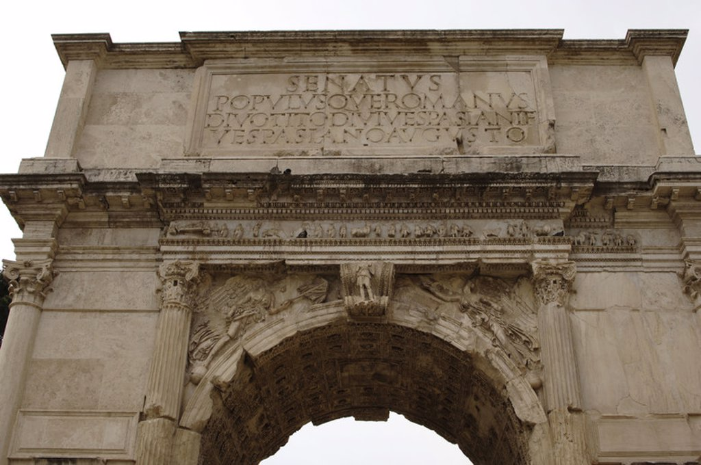 Roman Art. Arch of Titus. Erected in the year 81 to commemorate the conquest of Titus against the Jews. It features carved scenes of the conquest and subsequent destruction of Jerusalem (AD 70). Via Sacra. Roman Forum. Partial view. Rome. Italy. : Stock Photo