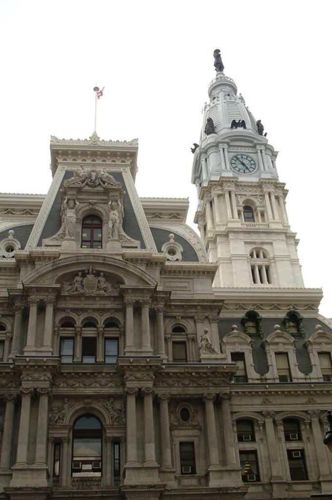 Stock Photo: 4409-45450 AYUNTAMIENTO DE FILADELFIA (PHILADELPHIA). Construído entre 1871 y 1901. La cúpula está coronada por la estatua del fundador de la colonia de Filadelfia, William Penn (1644-1718). Vista del exterior. Estado de Pensilvania. Estados Unidos.