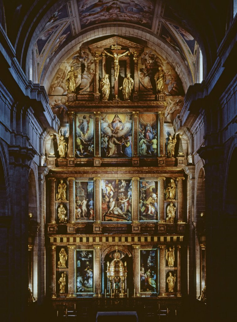 Indoor view of the basilica. Main altarpiece. Illmuniation. Made between 1579 and 1590. Monastery San Lorenzo El Escorial. Author: ZUCCARO / TIBALDI. Location: MONASTERIO-INTERIOR, SAN LORENZO DEL ESCORIAL, MADRID, SPAIN. : Stock Photo