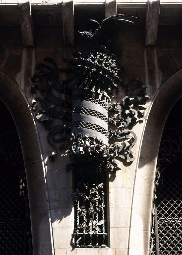 ARTE SIGLO XIX. MODERNISMO. ESPAÑA. GAUDI, Antoni (Reus, 1852-Barcelona, 1926). PALAU GUELL. Residencia urbana de la familia de Eusebi GUELL, fue construído entre 1885 y 1889. Detalle de la DECORACION DE LA FACHADA EN HIERRO FORJADO. BARCELONA. Cataluña. : Stock Photo