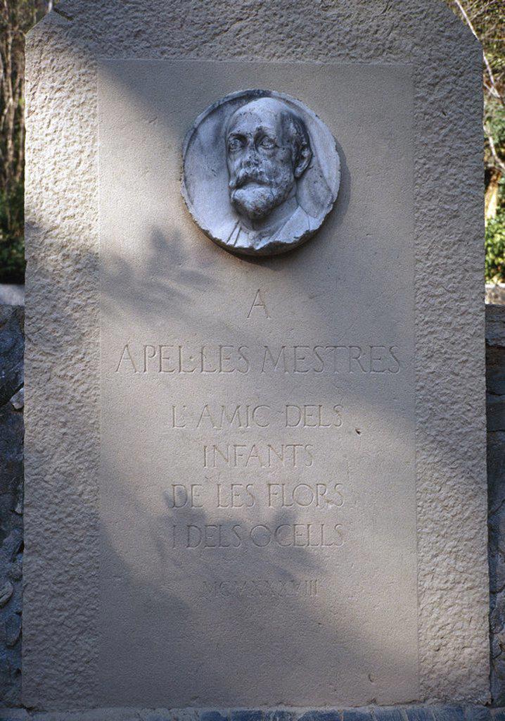 Stock Photo: 4409-46512 MESTRES, Apel. les (1854-1936). Escritor y dibujante catalán. Placa conmemorativa.