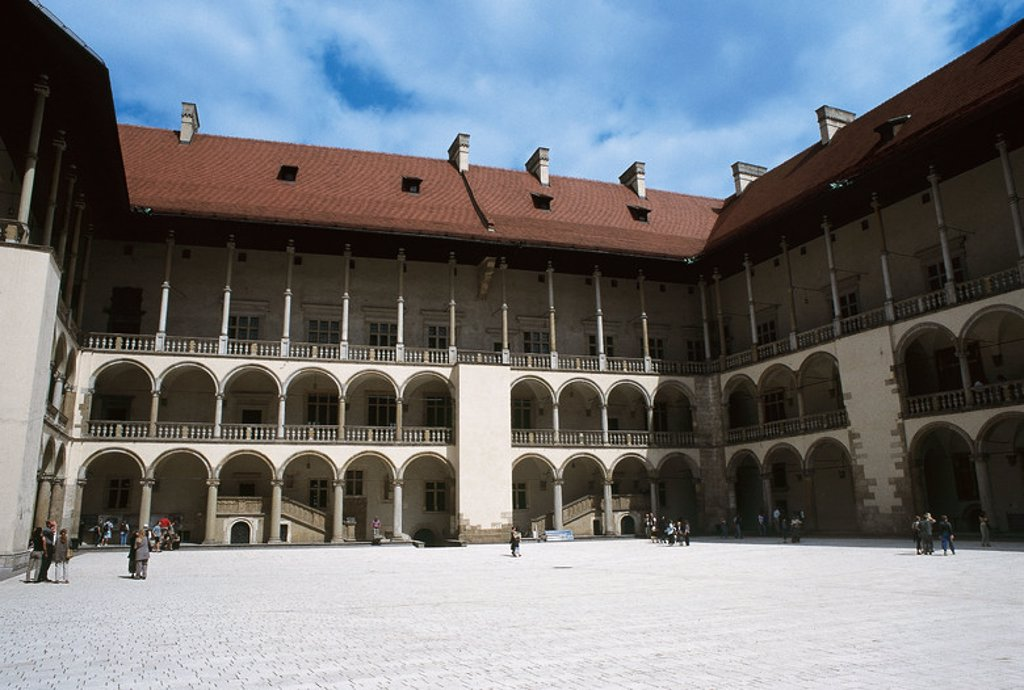 POLAND. Wawel castle. Built in the fifteenth century by Casimir III the Great and reconstructed by Sigismund the Elder between 1502 and 1536 after its destruction in a fire in 1499. Details of the inner court erected by F. DELLA LORA in 1516 in Italian Renaissance style. Cracow. : Stock Photo