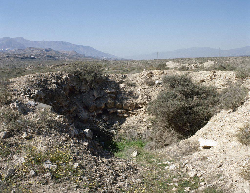 Stock Photo: 4409-47072 ARTE PREHISTORICO-EDAD METALES. ESPAÑA. CULTURA DE LOS MILLARES (I Edad del Bronce). Se desarrolló en Almería, englobado dentro del fenómeno megalítico que floreció en el milenio-III. Posee una NECROPOLIS de más de cien tumbas. Vista de uno de los TUMULOS sin recubrimiento. SANTA FE DE MONDUJAR. Provincia de Almería. Andalucía.