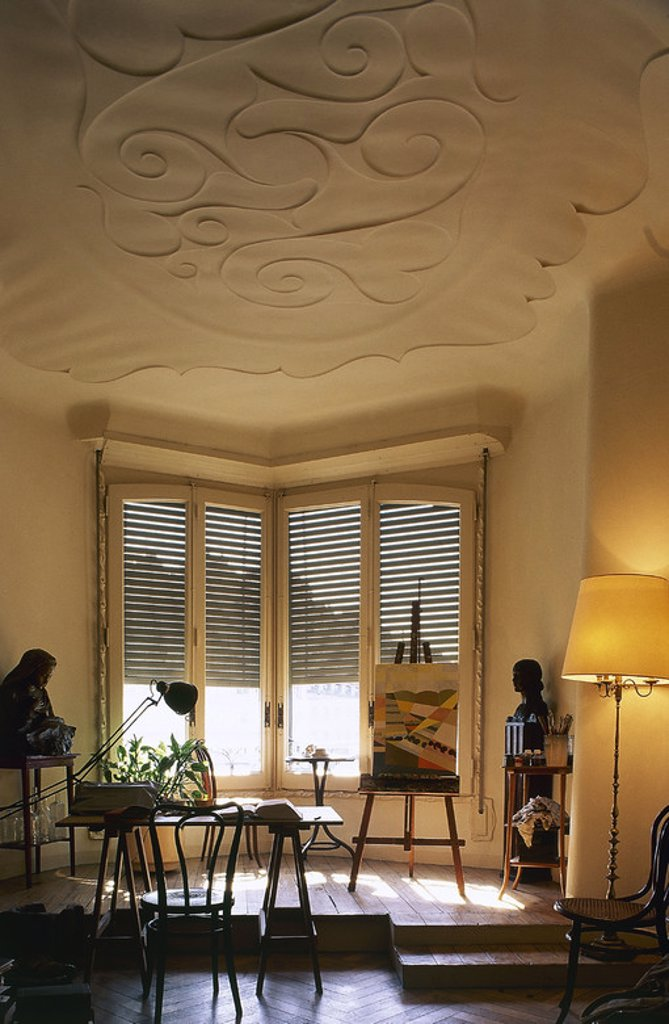 Stock Photo: 4409-47924 ARTE SIGLO XIX. MODERNISMO. ESPAÑA. Antoni GAUDI i CORNET (1852-1926). Arquitecto español. LA PEDRERA o CASA MILA (1905-1910). Interior de una vivienda. Barcelona. Cataluña.