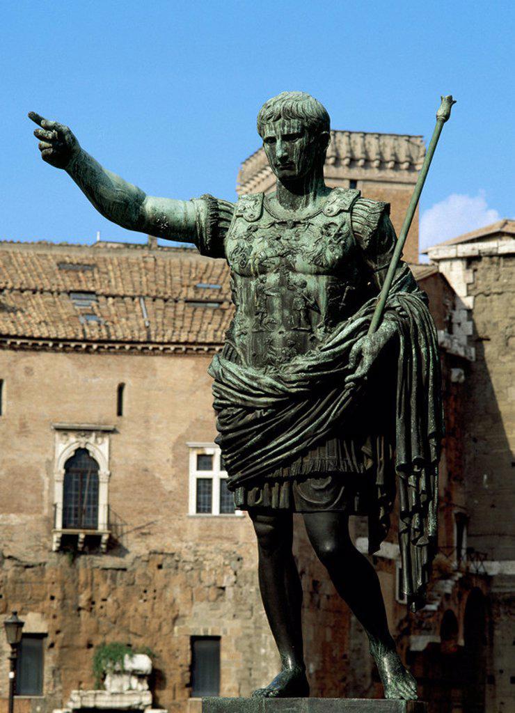Stock Photo: 4409-47949 OCTAVIO AUGUSTO (Gaius Julius Caesar Octavianus) (61 aC-14 dC). Primer emperador romano e hijo adoptivo de César. (S. I aC-S. I). Estatua en Roma, Italia.