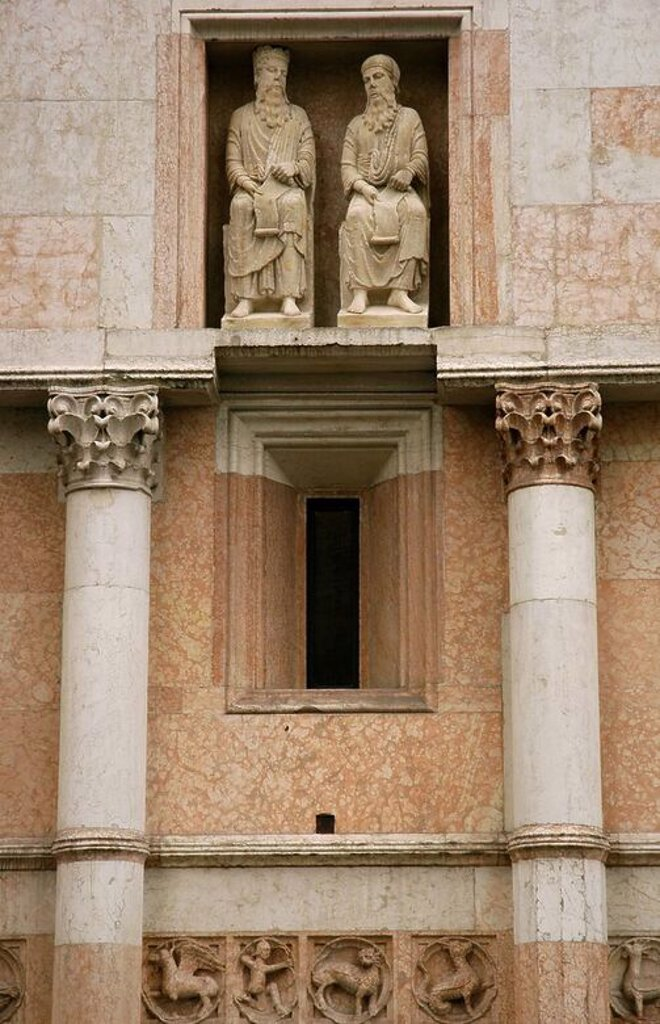 Italy. Parma. Baptistery (1196-1260). Statues and reliefs of different zodiacal signs and animals by Benedetto Antelami and their school. 13th century. : Stock Photo