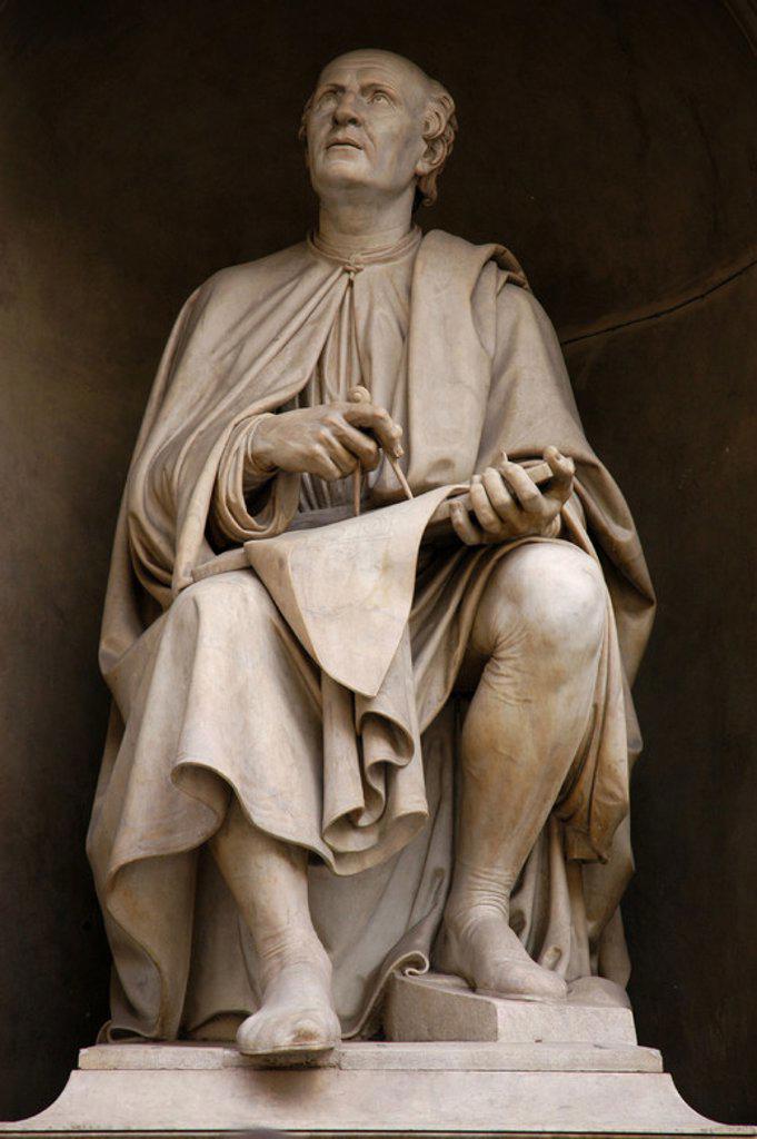 Stock Photo: 4409-52974 BRUNELLESCHI, Filippo (Florencia, 1377-Florencia, 1446). Escultor italiano. Estatua con la representación de Brunelleschi. FLORENCIA. La Toscana. Italia.