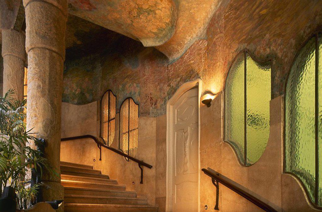 """Stock Photo: 4409-54048 ARTE S. XX. MODERNISMO. ESPAÑA. GAUDI, Antoni (Reus, 1852-Barcelona, 1926). """"LA PEDRERA"""" o """"CASA MILA"""" (1906). El más original de los edificios proyectados por Gaudí. Vista del interior de la escalera principal del edificio. BARCELONA. Cataluña."""