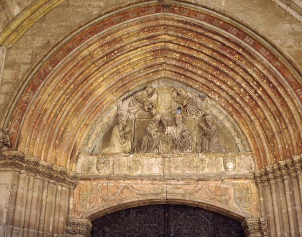 Stock Photo: 4409-54061 ARTE GOTICO. ESPAÑA. IGLESIA DE SANTA MARIA. Data del siglo XIV. Detalle de la fachada, en la que destaca la DECORACION ESCULTORICA DEL TIMPANO. GAMONAL. Provincia de Burgos. Castilla-León.