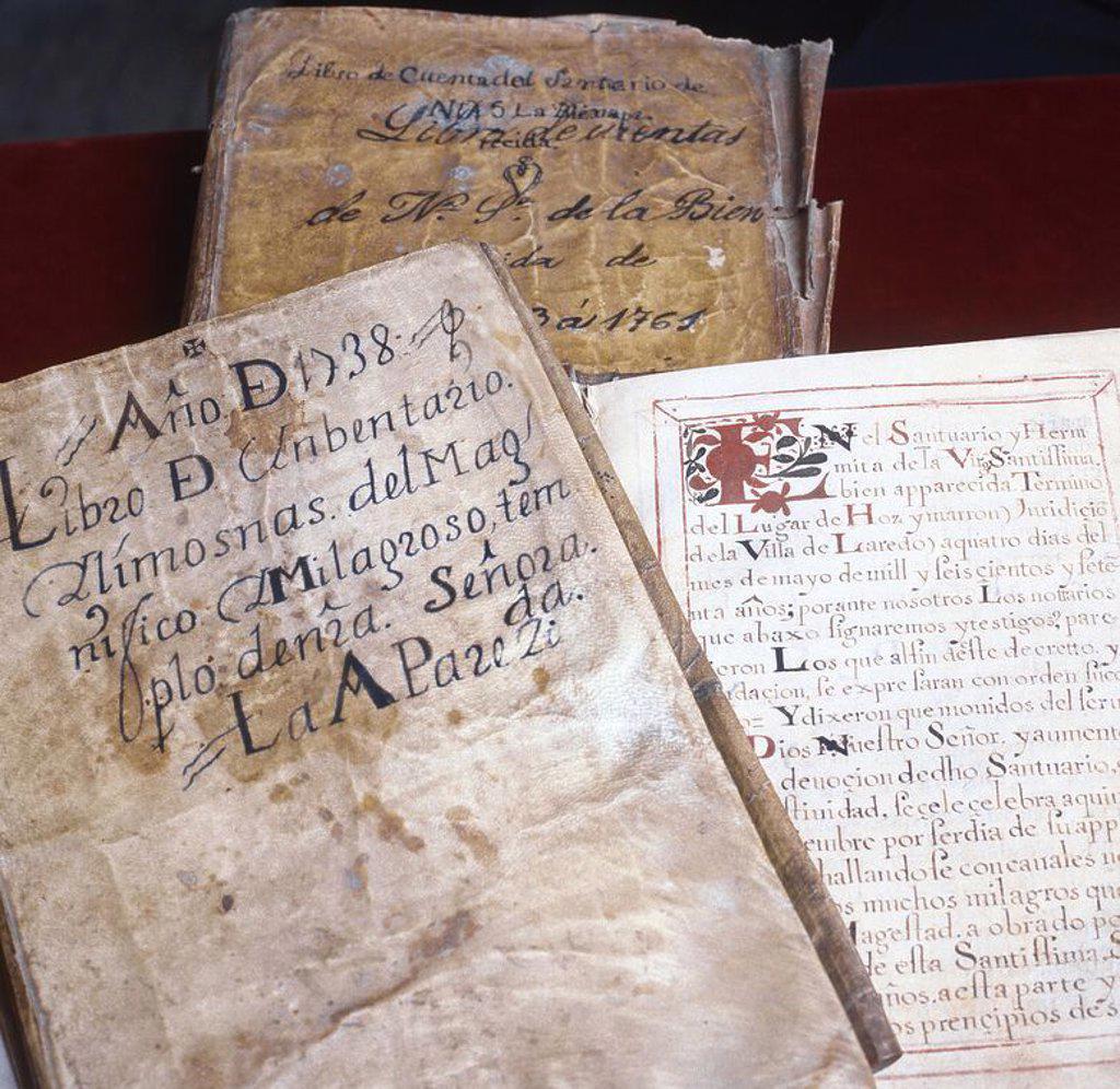 """Stock Photo: 4409-54169 ESCRITURA DEL SIGLO VIII. Compilatorio de libros y documentos escritos sobre la aparición de la Virgen. En primer término """"LIBRO DE INVENTARIO. LIMOSNAS DEL MAGNIFICO MILAGROSO TEMPLO DE NUESTRA SEÑORA DE LA BIEN APARECIDA"""" (1738). Cantabria. España."""