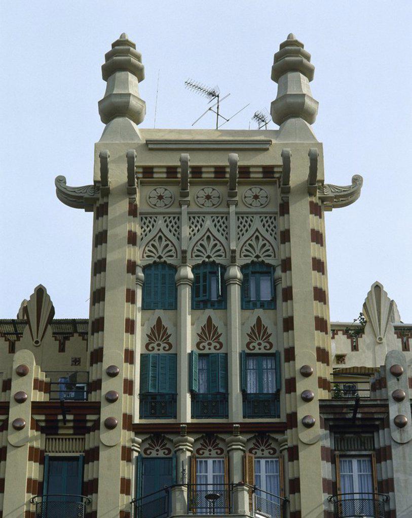 ARTE S. XIX. MODERNISMO Vista de uno de los numerosos edificios modernistas que se hallan en el Eixample barcelonés, entre las calles Consell de Cent y Muntaner. BARCELONA. Cataluña. : Stock Photo