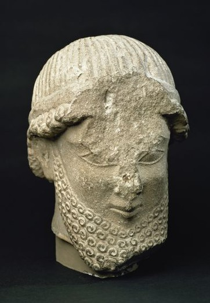 ARTE ETRUSCO. CABEZA MASCULINA fechada en el siglo V a. C. Procede de Chipre. Museo Arqueológico Nacional. Madrid. España. : Stock Photo