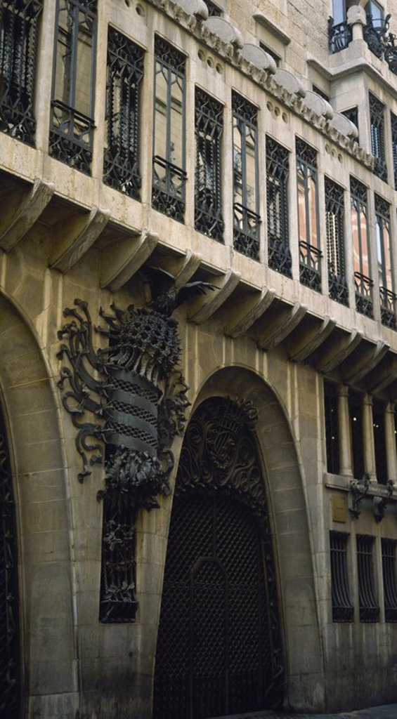 Stock Photo: 4409-57029 ARTE S. XIX. MODERNISMO. GAUDI, Antoni (Reus, 1852-Barcelona,1926). Arquitecto modernista. PALAU GÜELL (1886-1890). Fachada del edificio. BARCELONA. Cataluña.