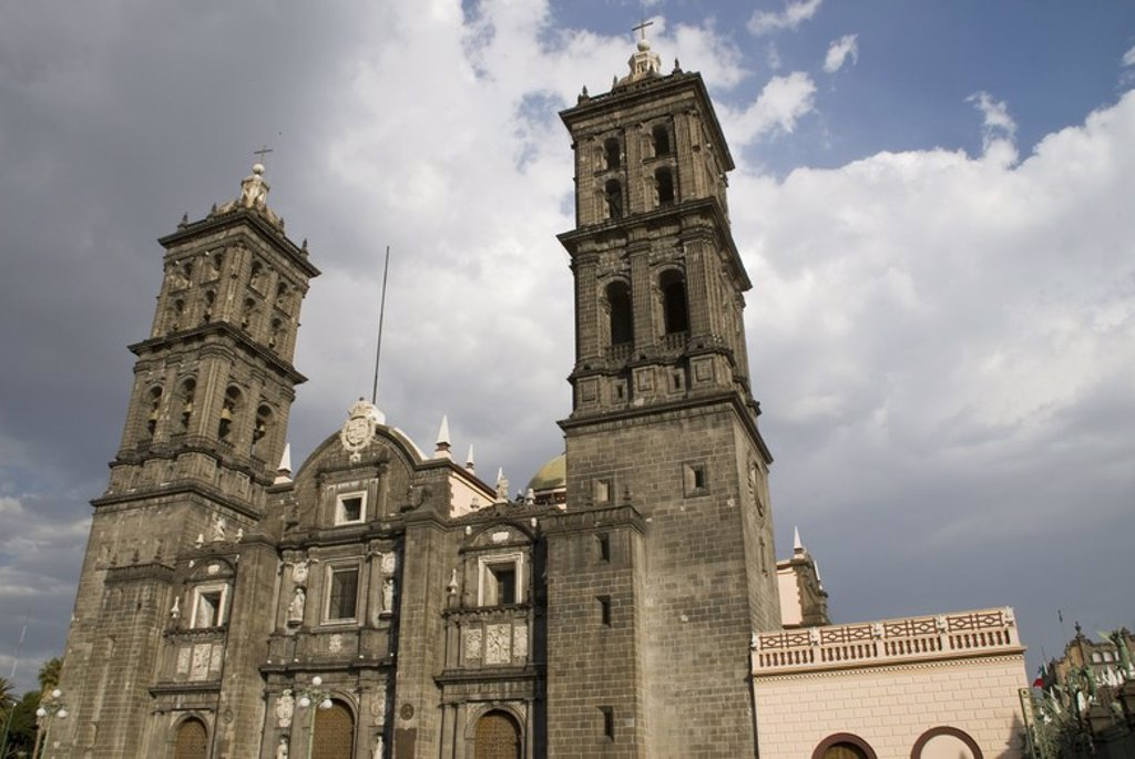Stock Photo: 4409-58125 Puebla Cathedral (1575-1690).Main façáde and the Towers. City of Puebla, Mexico. .