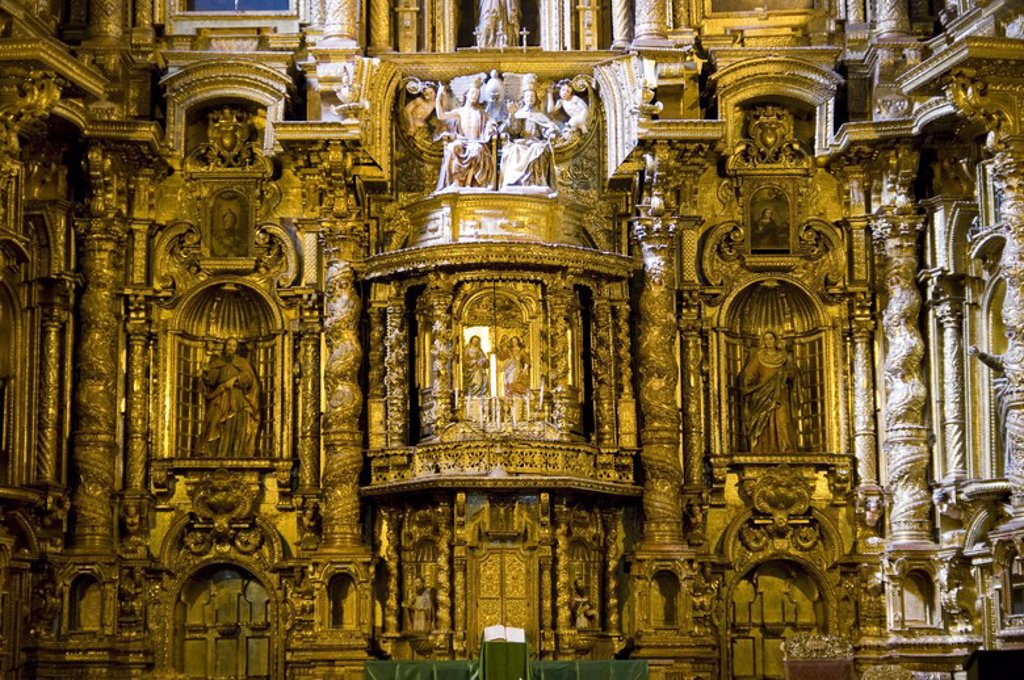 Stock Photo: 4409-58381 Peru. Cusco city. Church of La Compañia (17th century). Altar. .