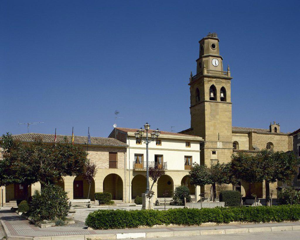 Stock Photo: 4409-59501 LA RIOJA. ANGUCIANA. Vista general de la plaza de la Constitución, con el edificio del Ayuntamiento y la IGLESIA DE SAN MARTIN, con su campanario. Comarca de La Rioja Alta. España.