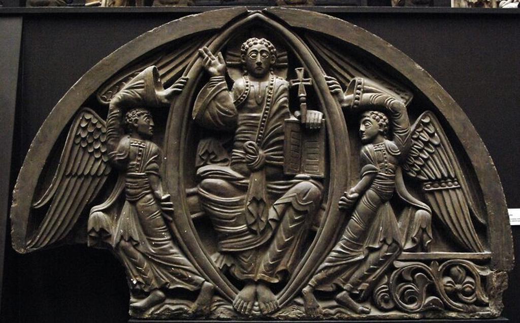 Stock Photo: 4409-59988 CRISTO PANTOCRATOR. Molde de yeso del TIMPANO de piedra esculpido, en piedra, hacia el año 1140. Procede de la Catedral de Ely. Museo Victoria y Alberto. Londres. Inglaterra. Reino Unido.
