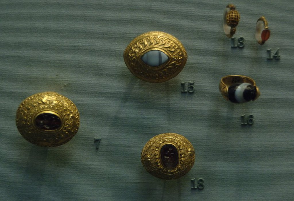 Stock Photo: 4409-60216 Gold etruscan jewelry. Rings. 350-300 BC. From a tomb near Tarquinia. British Museum. London. England. United Kingdom.