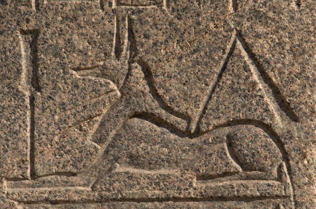 Stock Photo: 4409-60263 ANUBIS. Dios representado en forma de CHACAL que guiaba el alma del difunto en el más allá. Detalle de un relieve que decora una de las piezas que se exponen en el Museo al Aire Libre (Mit Rahina) de Menfis. Egipto.