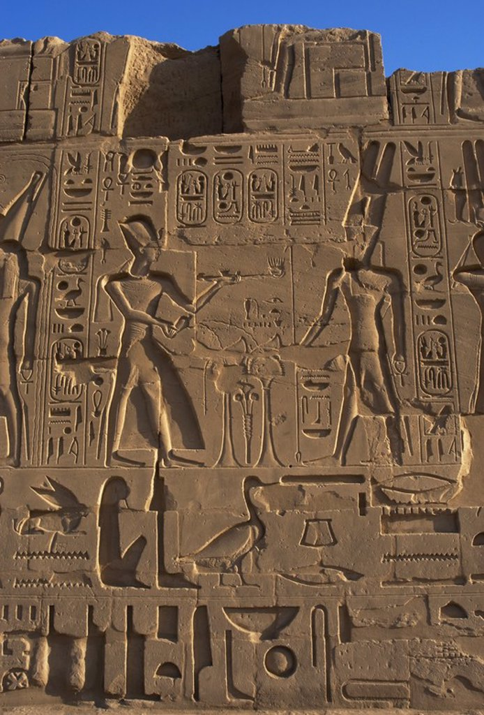 """Stock Photo: 4409-60653 ARTE EGIPCIO. EGIPTO. Relieve con la representación del faraón RAMSES II (XIX Dinastía) con corona del tipo khepresh realizando una OFRENDA de """"la fragancia divina"""" con incensario al DIOS AMON. Templo de Karnak. IMPERIO NUEVO. Alrededores de Luxor."""