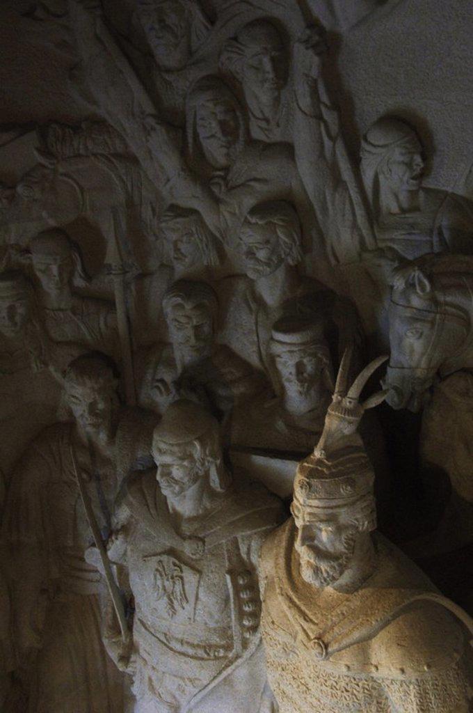 """Stock Photo: 4409-60730 SKANDERBERG, George Kastrioti (1405-1466). Héroe nacional albanés que resistió a los avances del Imperio Otomano en el s. XV. Conocido como el """"Dragón de Albania"""". Detalle del grupo escultórico SKANDERBERG Y SUS HOMBRES realizado por Janaq PAÇO y Genc HAJDARI. Conservado en el Museo Histórico situado en el Castillo de Kruja. República de Albania."""