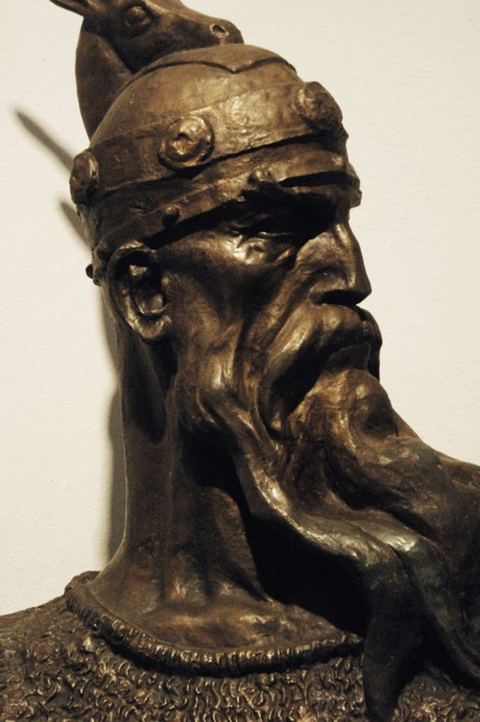 Stock Photo: 4409-60750 SKANDERBERG, George Kastrioti (1405-1466). Héroe nacional albanés que resistió a los avances del Imperio Otomano en el s. XV. Conocido como el DRAGON DE ALBANIA. Detalle de un busto conservado en el Museo Histórico situado en el Castillo de la ciudad. Kruja. República de Albania.