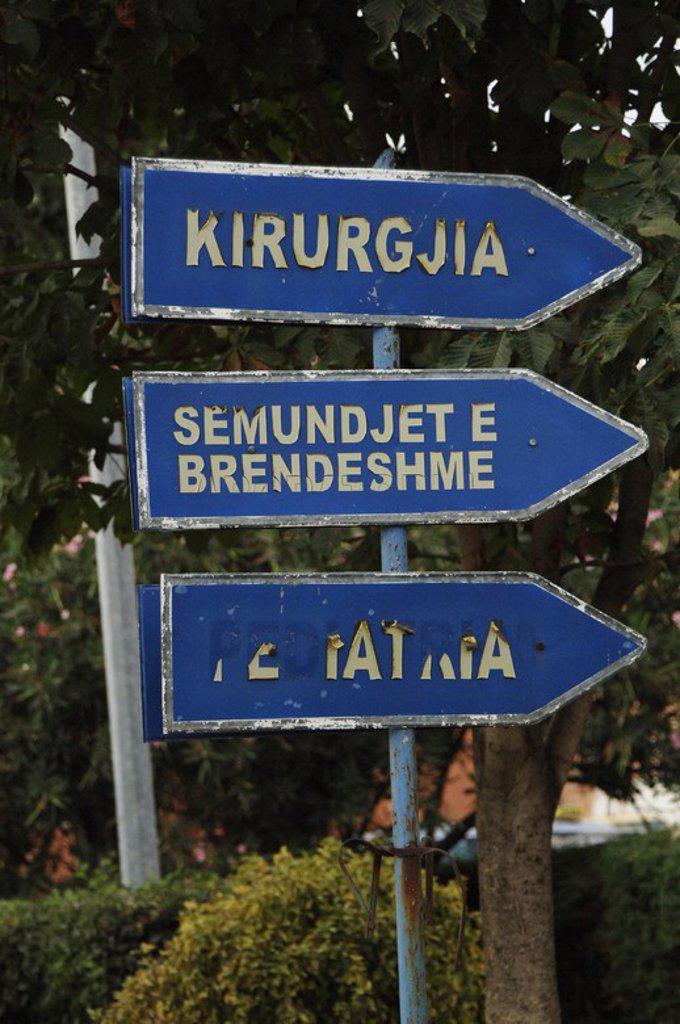 Stock Photo: 4409-60785 Señales que indican la dirección de las diferentes especialidades del Hospital. Tirana. República de Albania.