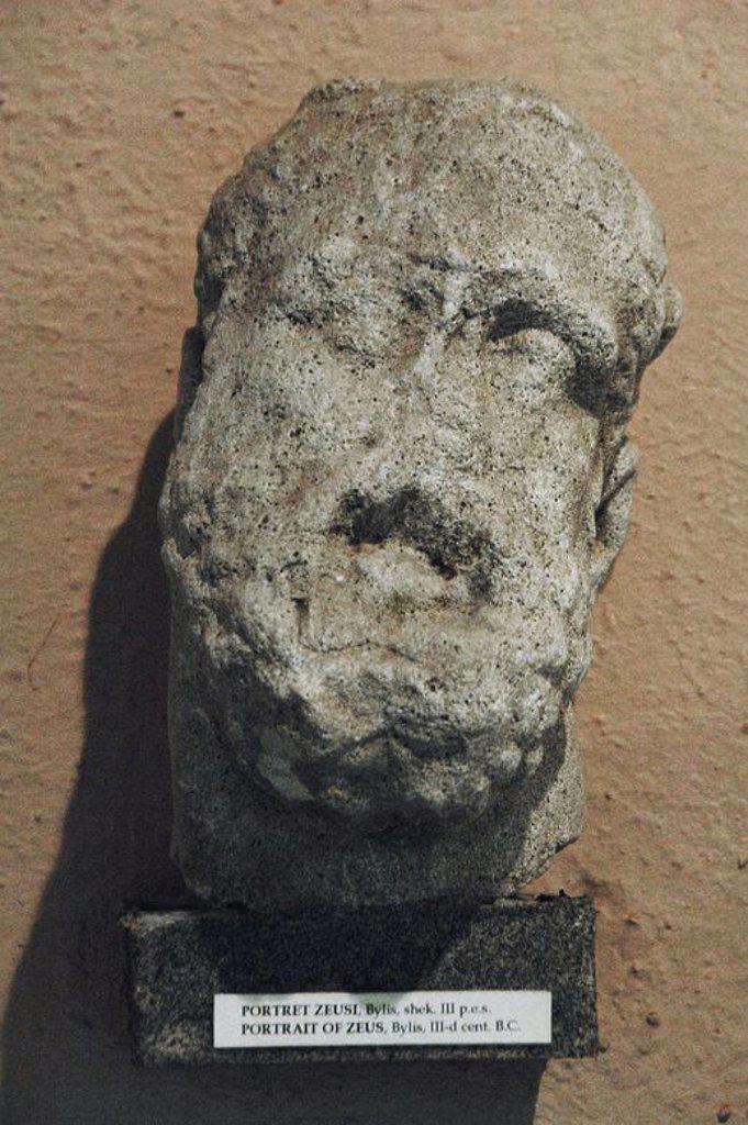 Stock Photo: 4409-60794 ARTE GRIEGO. REPUBLICA DE ALBANIA. Busto de ZEUS. Escultura fechada en el s. III a. C. procedente de BYLLIS. Museo Arqueológico. Tirana.