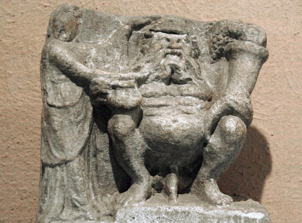 Stock Photo: 4409-60795 ARTE GRIEGO. ILIRIA. DIOSA DE LA FERTILIDAD. Escultura fechada entre los siglos III-II a. C. procedente de Amantia. Museo Arqueológico. Tirana. República de Albania.