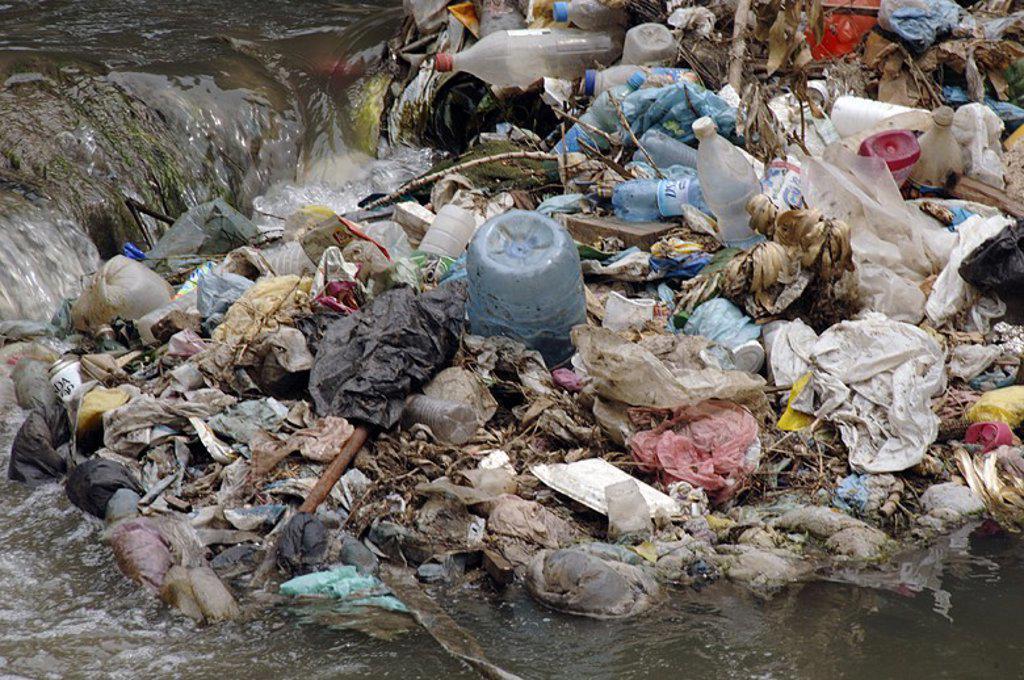 Stock Photo: 4409-60797 CONTAMINACION en el rio Lana. Tirana. República de Albania.