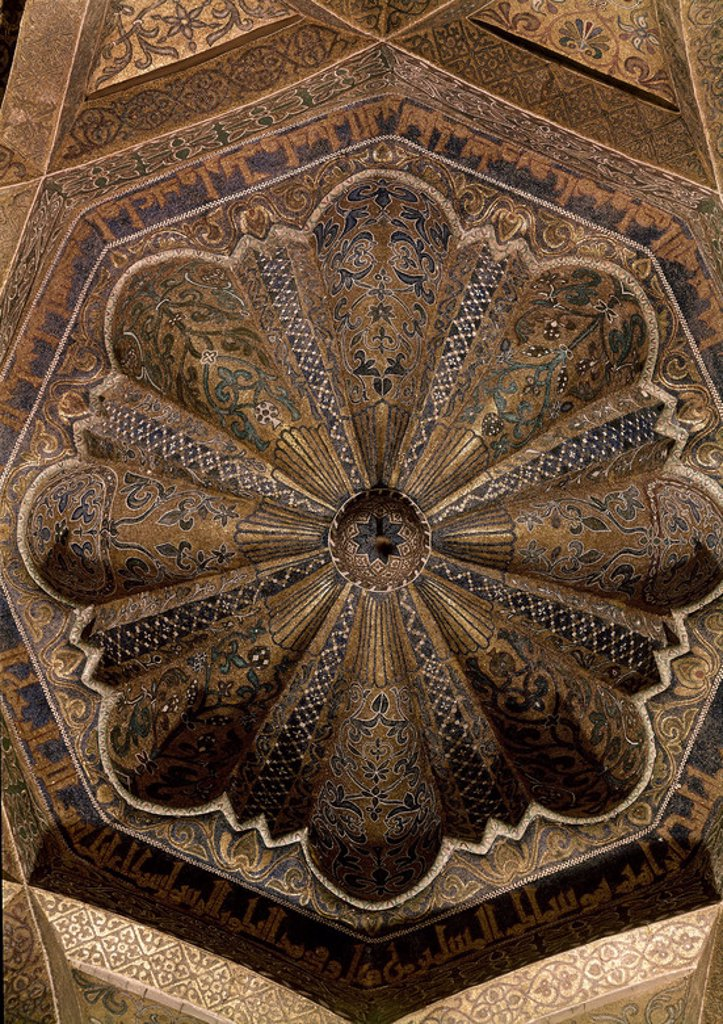 CUPULA CENTRAL DE LA MAQSURA - AMPLIACION DE AL-HAKAM II 962/966 - CUPULA DE LA QUIBLA. Location: MEZQUITA-INTERIOR, CORDOBA, SPAIN. : Stock Photo