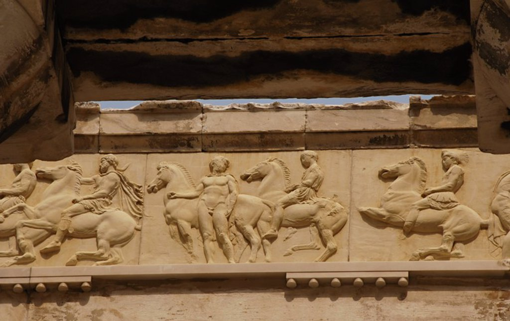 Stock Photo: 4409-61547 ARTE GRIEGO. GRECIA. PARTENON (447-438 a. C). Templo dórico de mármol pentélico, construido bajo la dirección de los arquitectos ICTINO y CALICRATES, y ornado con esculturas de Fidias. Detalle de la DECORACION DEL FRISO (copia). ATENAS.