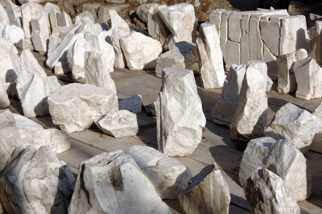 Stock Photo: 4409-61764 ARTE GRIEGO. GRECIA. S. IV. ASCLEPIEION. Restos del templo reconstruido dedicado al culto al dios Asclepio (Esculapio), protector de la medicina. Fue construido a mediados del siglo IV a. C. ATENAS.