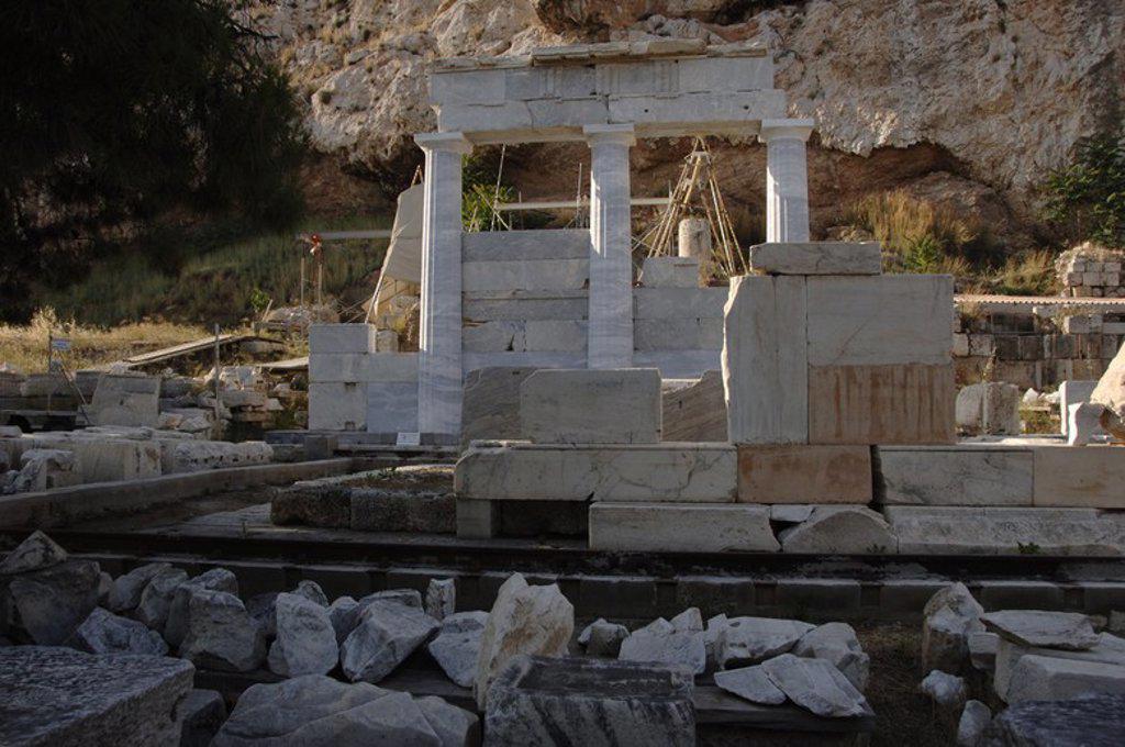 Stock Photo: 4409-61765 ARTE GRIEGO. GRECIA. S. IV. ASCLEPIEION. Vista del templo reconstruido dedicado al culto al dios Asclepio (Esculapio), protector de la medicina. Fue construido a mediados del siglo IV a. C. ATENAS.