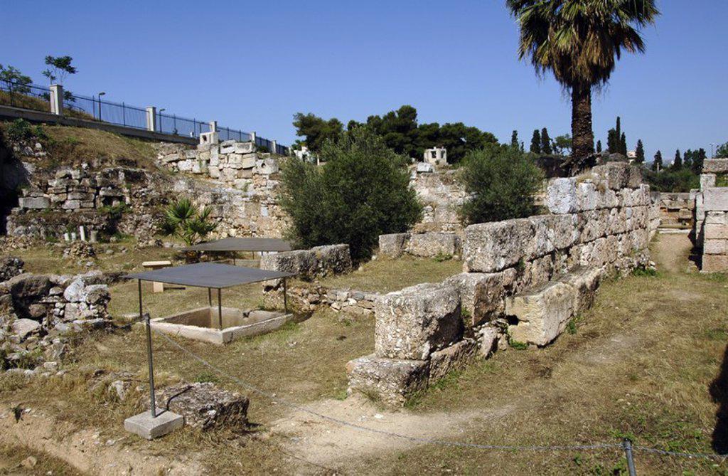 Stock Photo: 4409-61773 ARTE GRIEGO. GRECIA. Vista de las ruinas del CERAMICO (KERAMEIKOS), antiguamente ocupada por un cementerio y una acrópolis. El nombre deriva del antiguo demos (barrio) del Cerámico o de los Alfareros. ATENAS.