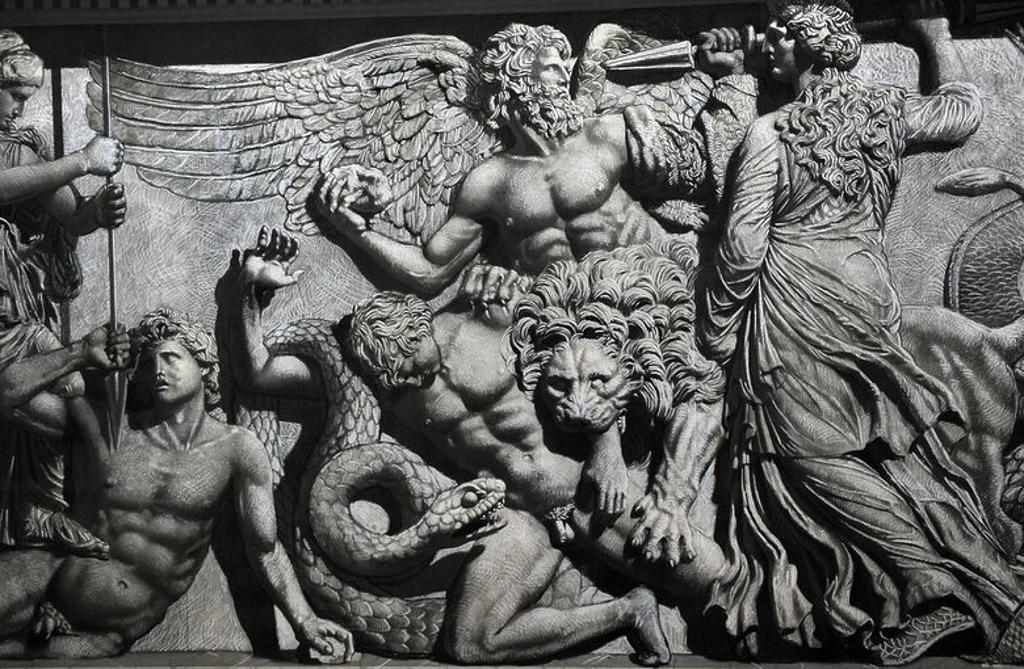 """ARTE GRIEGO-HELENISTICO. ASIA MENOR. Dibujos del artista YADEGAR ASISI que reproducen el friso norte del ALTAR DE ZEUS o ALTAR DE PERGAMO, construido en el S. II a. C. Reproducen las escenas y personajes que faltán en el original. Detalle de la GIGANTOMAQUIA. """"POSIBLE REPRESENTACION DE CETO, MONSTRUO MARINO QUE PERSONIFICABA LOS PELIGROS DEL MAR"""". Friso Norte. Museo de Pérgamo. Berlín. Alemania.. Museo de Pérgamo (Isla de los Museos). Berlín. Alemania. Europa. : Stock Photo"""