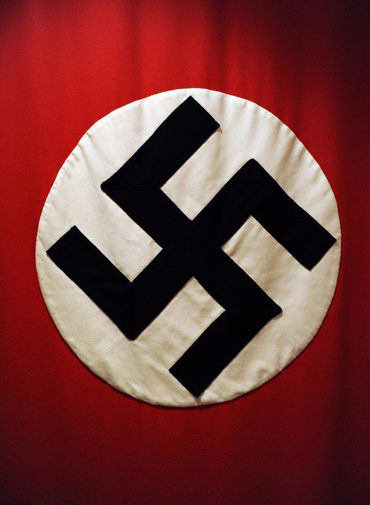Stock Photo: 4409-62834 BANDERA DE LA ALEMANIA NAZI (1933-1945). Originalmente utilizada como estandarte del Partido Nacional Obrero Alemán. A partir de 1933 con la llegada de Hitler al poder como canciller, se convirtió en la bandera cooficianl junto la bandera del antiguo imperio alemán. Museo de la Fábrica de Oscar Schindler. Cracovia. Polonia. Europa.