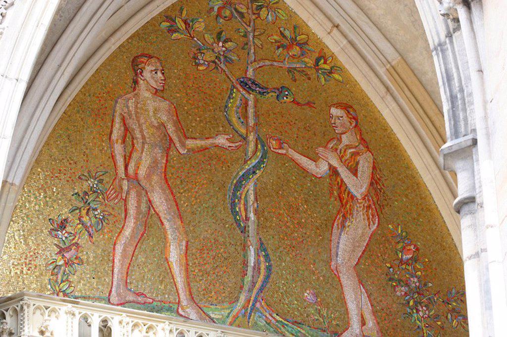 Stock Photo: 4409-63454 REPUBLICA CHECA. PRAGA (PRAHA). CATEDRAL DE SAN VITO. Lado sur. PUERTA DORADA, decorada con los mosaicos venecianos rojos y dorados, construidos por Niccoletto Semitecolo (1370-1415). Representación de Adan y Eva en el Paraiso, con la serpiente. Recinto del Castillo. Zona Hradcany. Centro Europa.