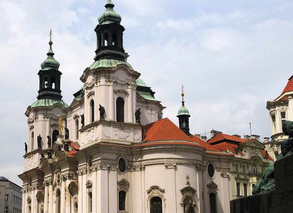 REPUBLICA CHECA. PRAGA. Iglesia barroca de SAN NICOLAS. PLAZA DE LA CIUDAD VIEJA (Stare Mesto). Centro Europa. : Stock Photo