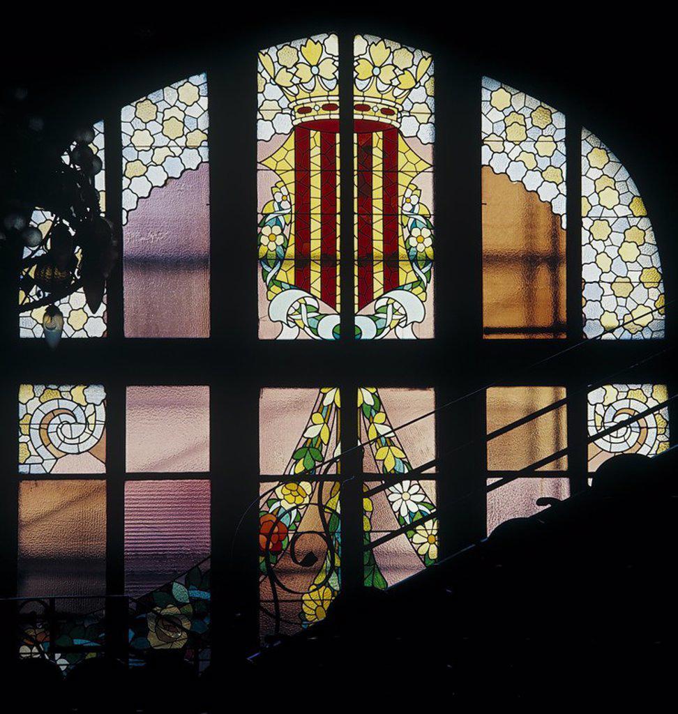 Vidriera cuatro barras, del Palacio de la Música Catalana, 1908. Modernismo. Barcelona. Domenech i Montaner. : Stock Photo