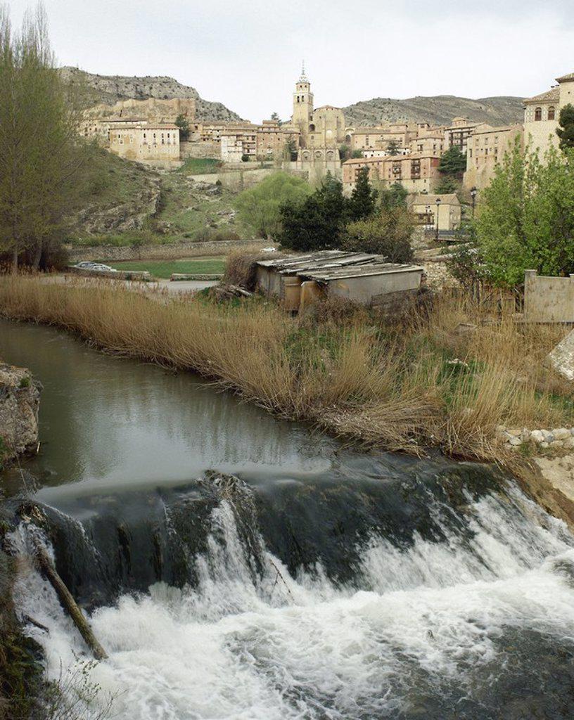ARAGON. ALBARRACIN. Vista del RIO GUADALAVIAR a su paso por la localidad. Provincia de Teruel. España. : Stock Photo