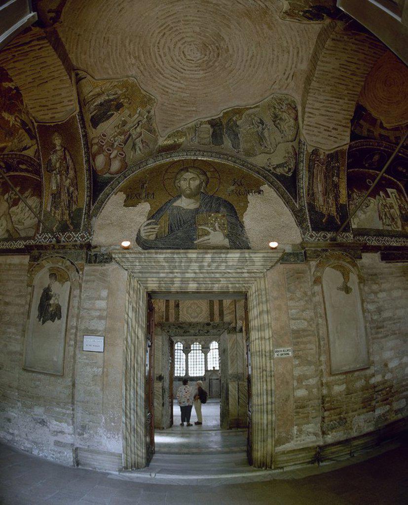 ARTE BIZANTINO. TURQUIA. IGLESIA DE SAN SALVADOR EN CHORA. Templo bizantino que data del siglo XI. En el siglo II se convirtió en mezquita tomando el nombre de KARIYE CAMII. Vista del tercer crucero del EXONARTEX presidido por el mosaico de CRISTO PANTOCRATOR. ESTAMBUL. : Stock Photo