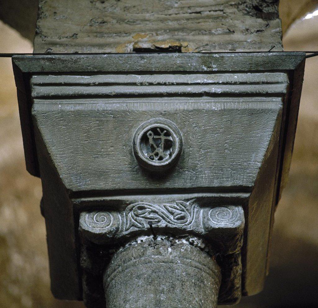 Stock Photo: 4409-65480 ARTE BIZANTINO. TURQUIA. Detalle de un CAPITEL BIZANTINO con el MONOGRAMA DE JUSTINIANO Y TEODORA. IGLESIA DE SANTA IRENE. ESTAMBUL. Turquía.