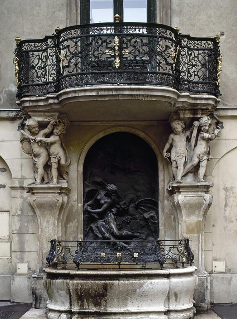 """ARTE BARROCO. AUSTRIA. DONNER, Georg Raphael (Esslingen,1693-Viena,1741) Escultor austríaco. """"FUENTE DE ANDROMEDA"""" (1741). Ultimo trabajo del escultor. Está situada en el patio principal del ALTES RATHAUS (Antiguo Ayuntamiento), representando el rescate de Andrómeda por Perseo. VIENA. : Stock Photo"""