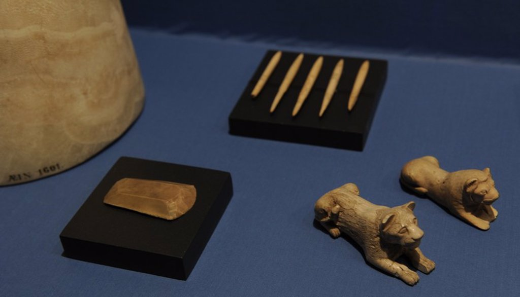 Stock Photo: 4409-65629 Two game pieces of ivory in lion-shaped, a jar of alabaster, end scraper of flint and five arrow heads of bone. Found in various tombs from Abydos. 1st Dynasty. Early Dynastyc Period. 3000-2890 BC. Ny Carlsberg Glyptotek Museum. Copenhagen. Denmark.