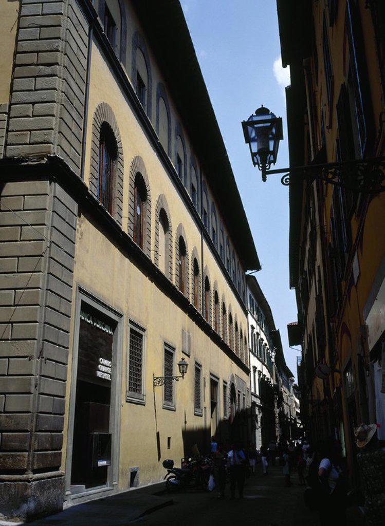 ITALIA. FLORENCIA. Vista general de la fachada del PALAZZO SALVIATI, sede de la Banca Toscana. Barrio de Santa Croce. La Toscana. : Stock Photo